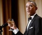 Obama cena con la prensa