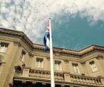 Bandera-cubana-ondea-en-Washington-580x435