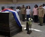 Raúl-rinde-homenaje-a-Martí-580x435-460x334